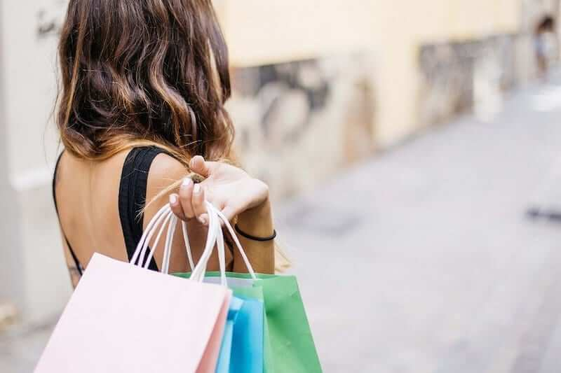 You can combat dental anxiety before an appointment by distracting yourself, for example by going shopping.